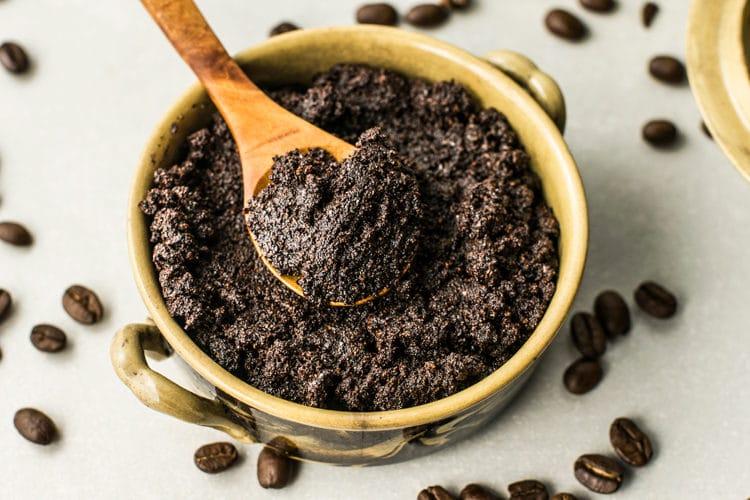 DIY coffee scrub for fading stretch marks