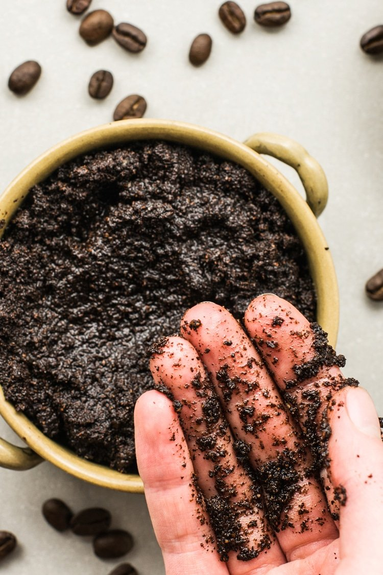 DIY coffee scrub for fading stretch marks