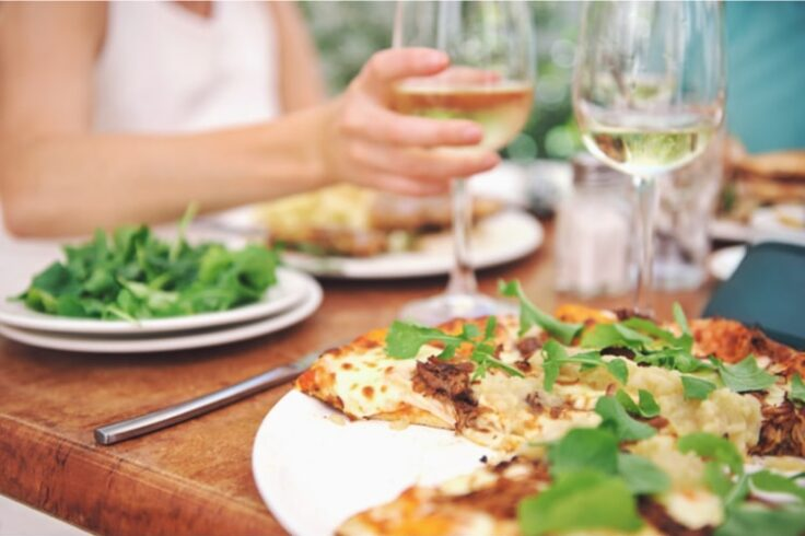 ways to eat healthy when dining out