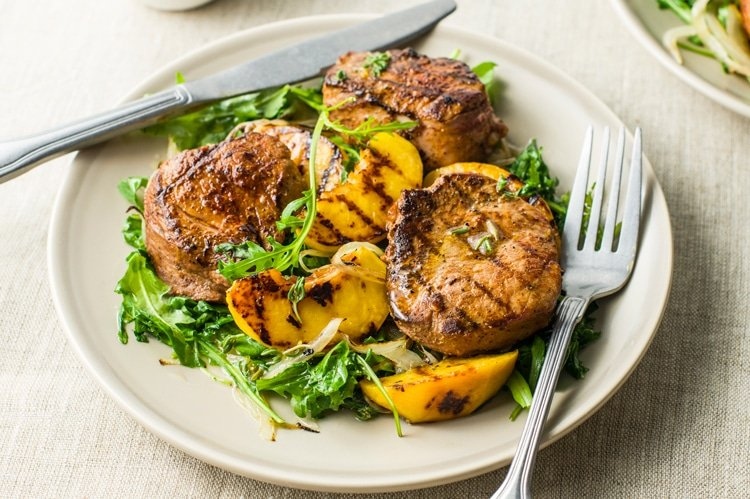 31 Days of Delicious and Nutritious Weight Watchers Dinner Recipes Pork Medallions with Grilled Peaches