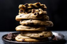 Peanut butter and banana join forces to create some seriously decadent cookies!