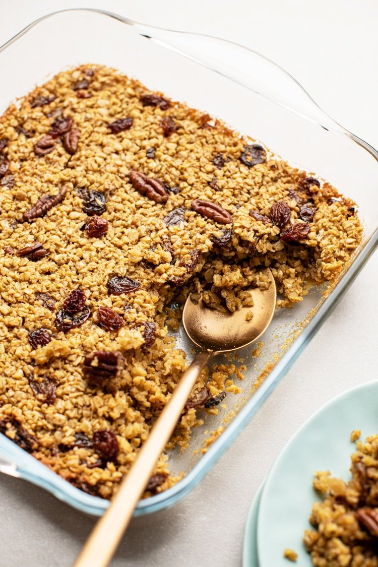 A super easy baked oatmeal recipe that is healthy and delicious!