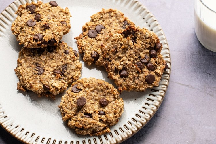 There's nothing better than these sweet and easy oatmeal cookies!