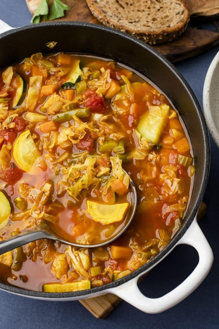 Tedd ezt szuper könnyűvé.  tápanyag-sűrű leves, amikor meleg, megnyugtató vacsorára van szüksége.