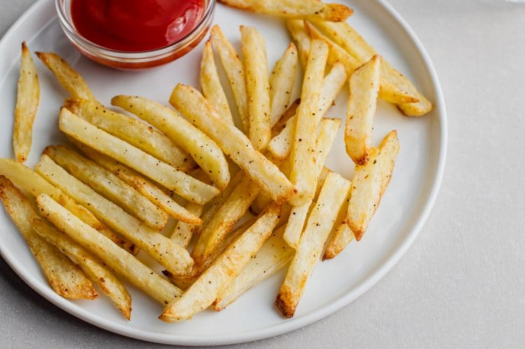 The perfect side dish to any meal, these healthy french fries are a must-try.