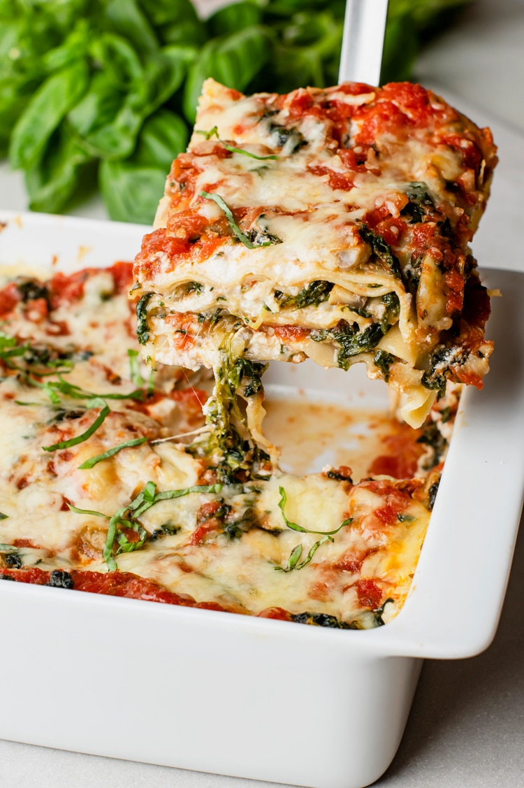 This dish features layers of thick, tender noodles sandwiched between juicy tomato sauce, melty cheese and healthy spinach.