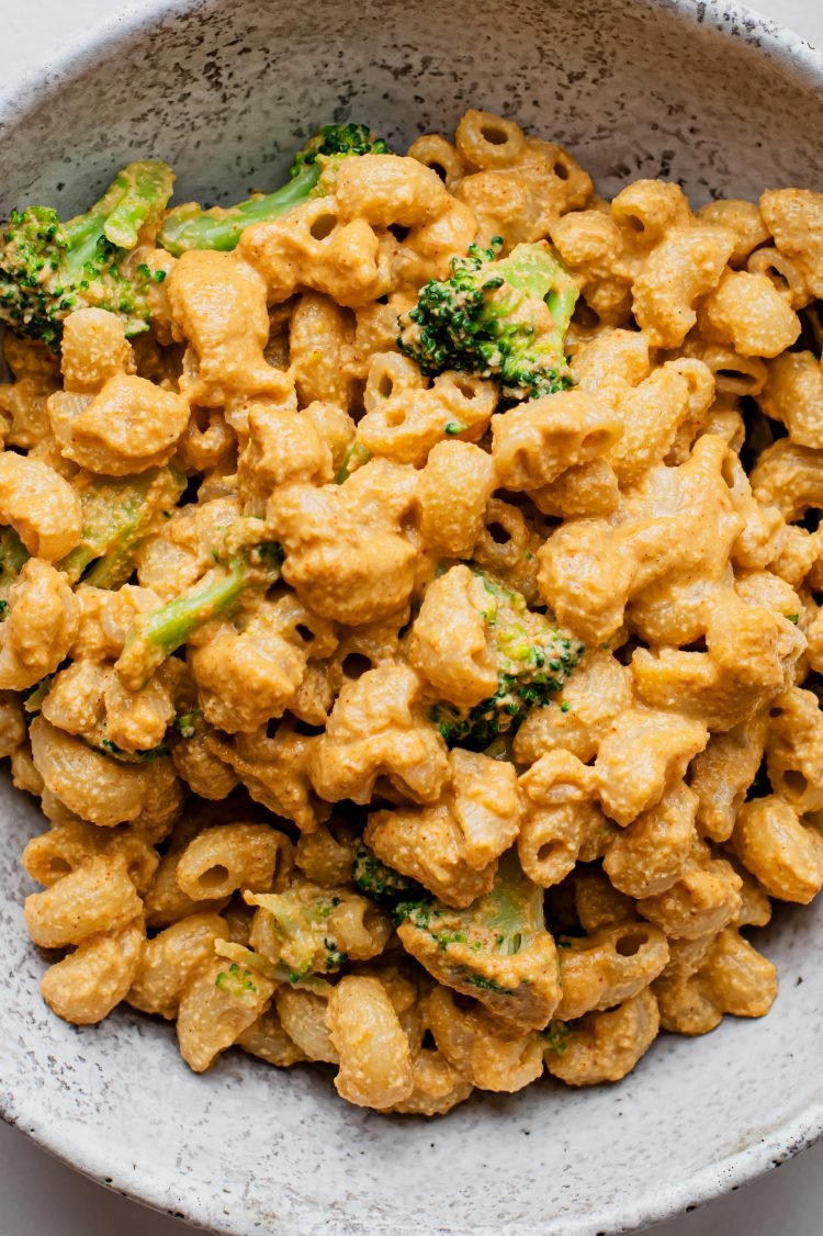 This vegan mac and cheese, made with cashews, is ooey, gooey, and oh so delicious!