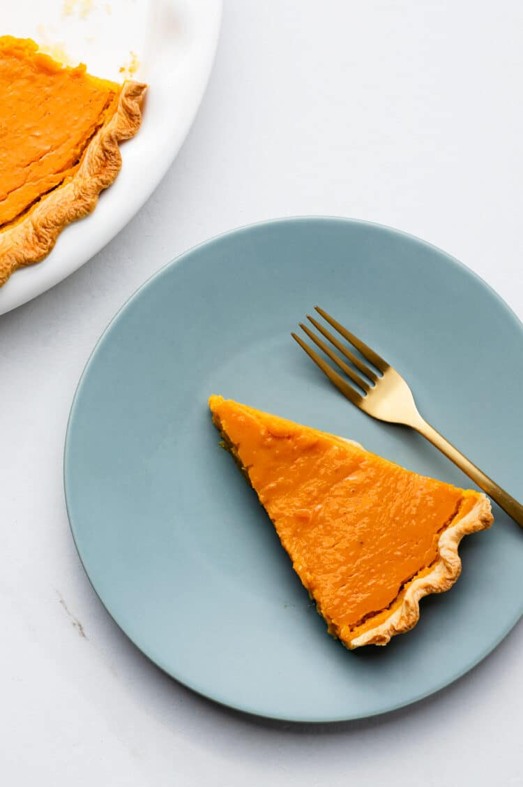 this healthy and delicious pumpkin pie is dairy-free but tastes just as good as classic recipes.