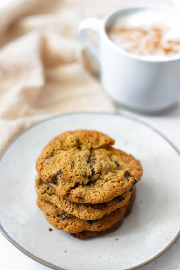 Dig in to these delectable cookies that are made with gluten-free friendly ingredients!