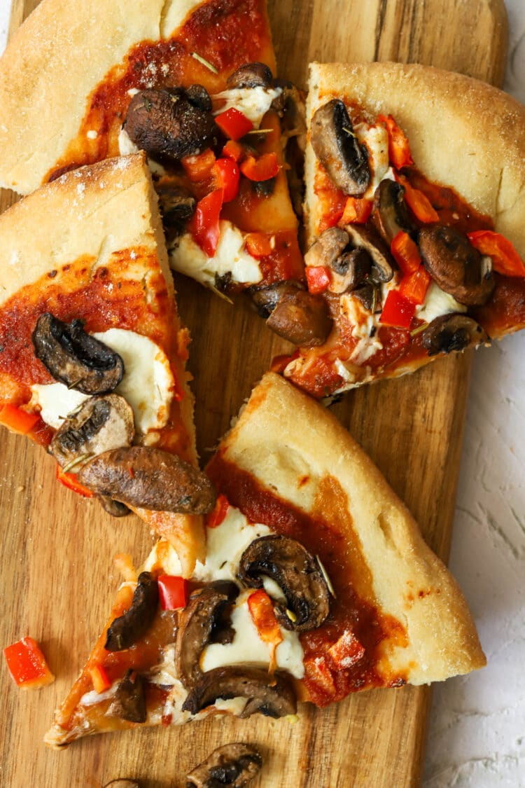 Grab a slice or two of this healthy pizza!