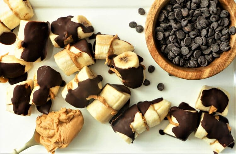 These chocolate covered banana bites are the yummiest, warm-weather snack.