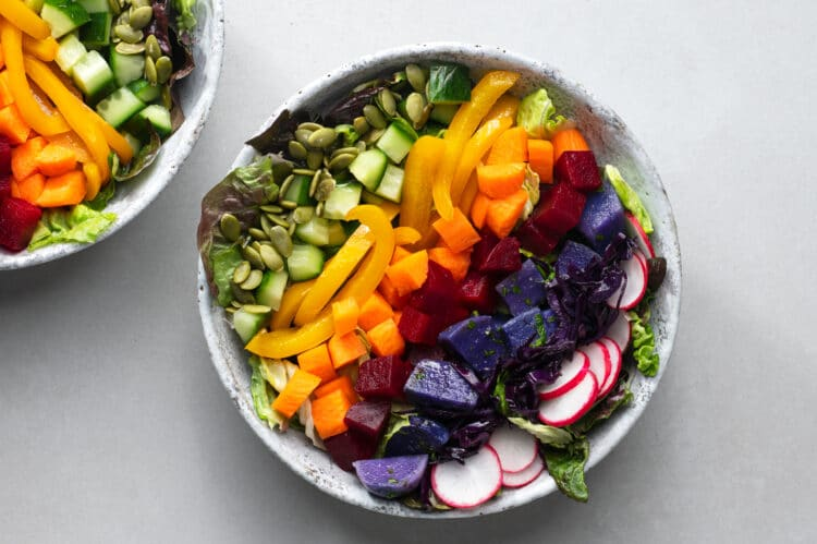 Abundant and nutrients and mouthwatering flaovr, this gorgeous salad is sure to fill you up.