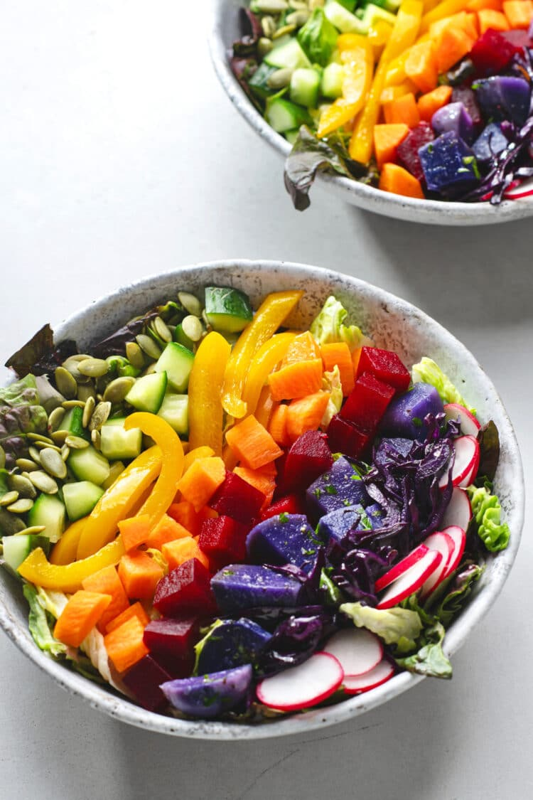 This salad looks so good that even the picky eaters will be intrigued by it.