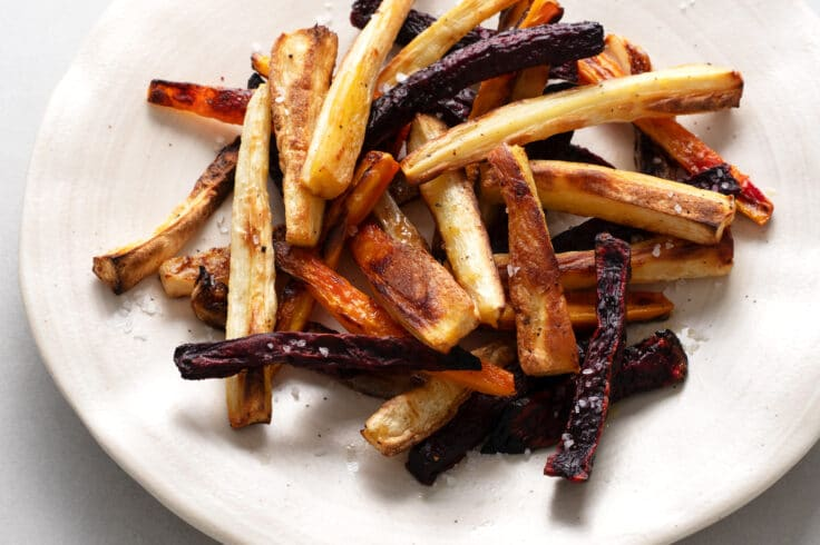Our baked veggie fries will allow you to indulge in this popular side dish, in a lower-calorie way.