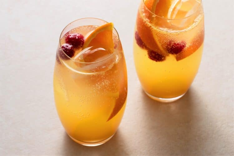Have an alcohol-free girls night with this delicious virgin drink.