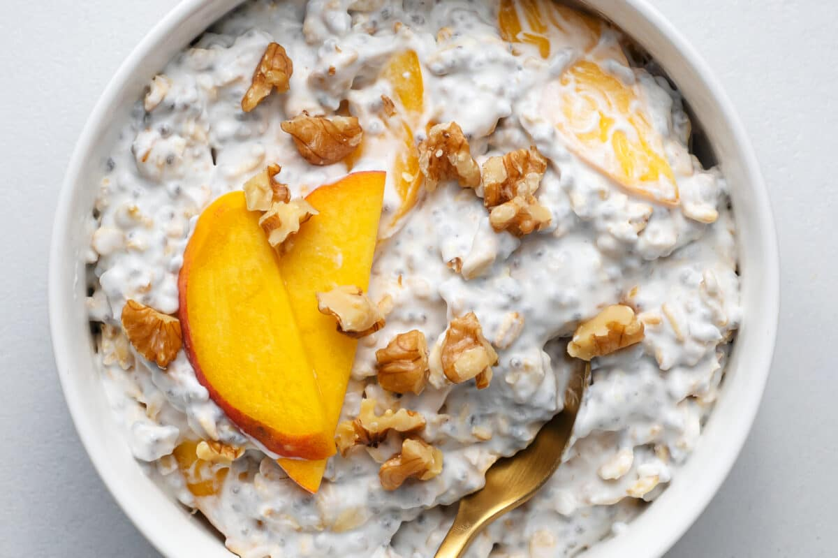 our overnight peaches and cream oats are perfect for busymornings!