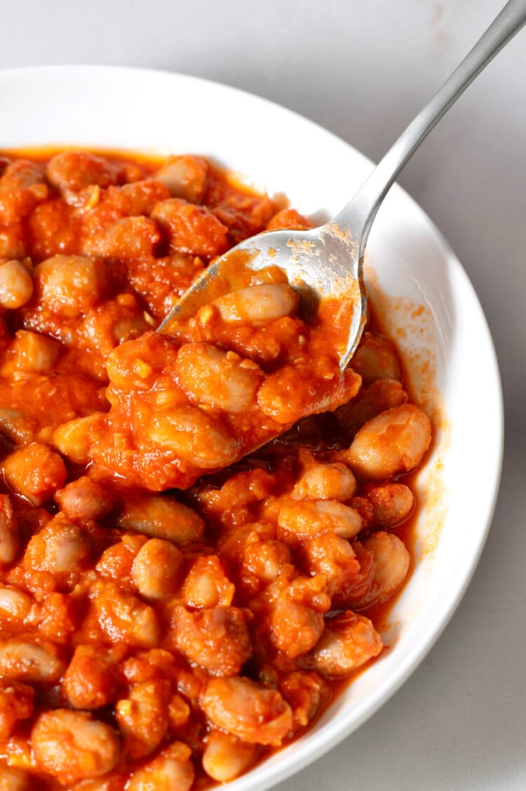 Make these yummy beans as a side to any barbecue dish or burger!